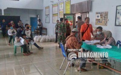 Pendistribusian BSNT (Bantuan Sosial Non Tunai) tahap I APBD I Provinsi Jateng di Kecamatan Wanadadi