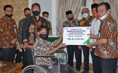 BP Jamsostek Serahkan Kartu Kepesertaan untuk Guru Madin dan TPQ