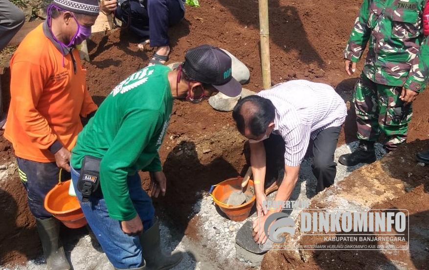 Bupati Budhi Sarwono Lakukan Peletakan Batu Pertama Pembangunan Masjid Darussalam