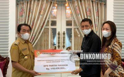 Bupati Serahkan Bantuan Keuangan untuk Parpol di Banjarnegara